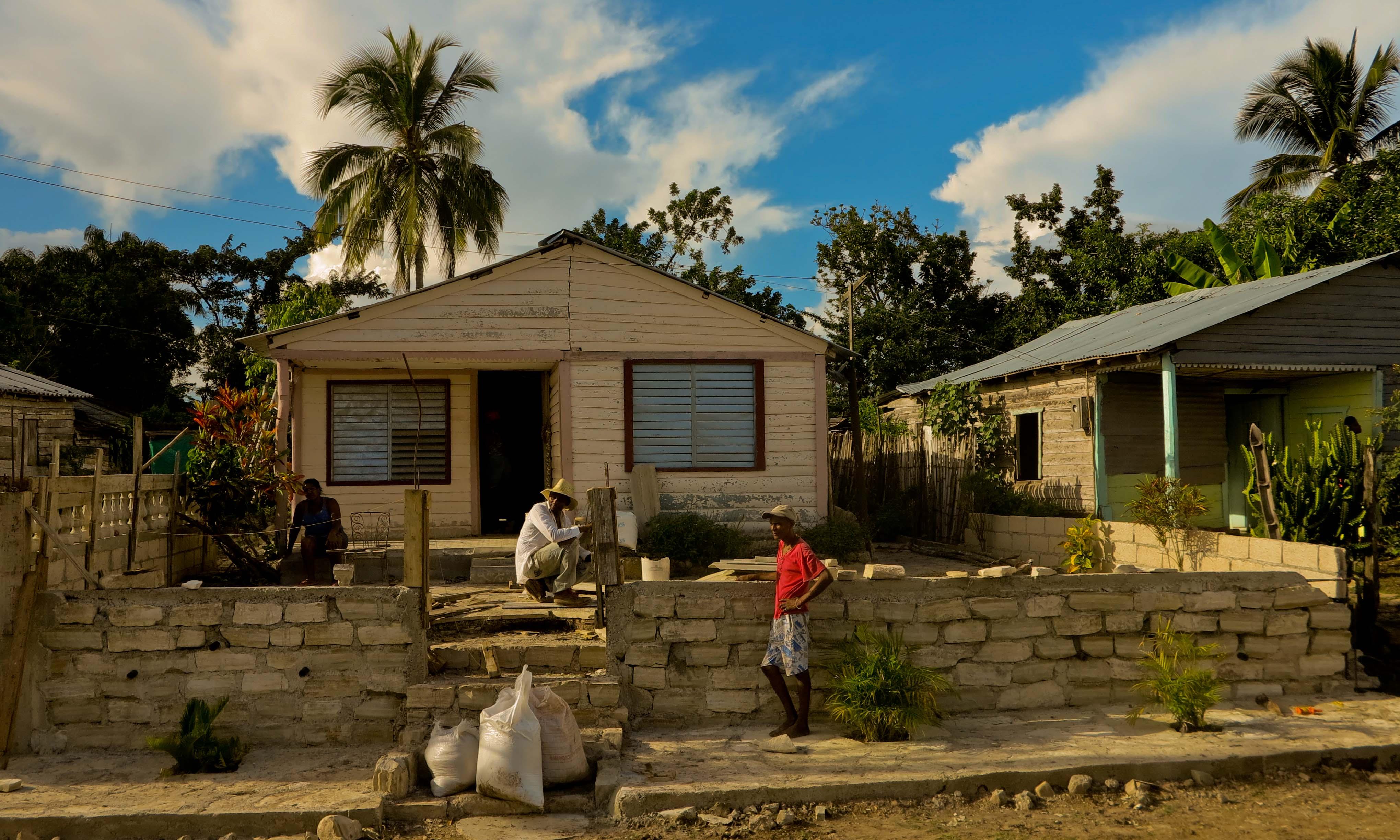 Habitantes de Jutinicú todavía reconstruyen sus casas (Foto: Mónica Baró)