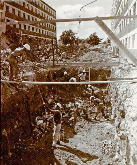 Excavación de una cisterna en Alamar (Foto cortesía de Humberto Ramírez)