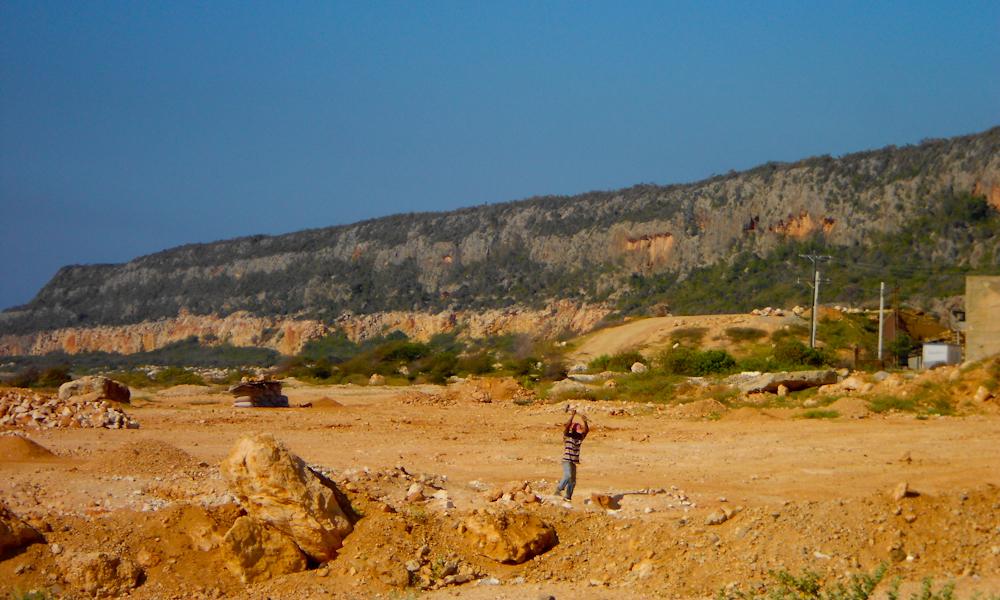 Desértica, tierra de cabras, de casitas carcomidas por la sal, el polvo, el viento (Foto: Lian Morales)