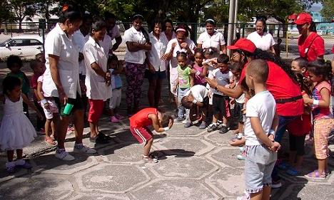 Simulación con niños en Santiago de Cuba (Foto: Oxfam)
