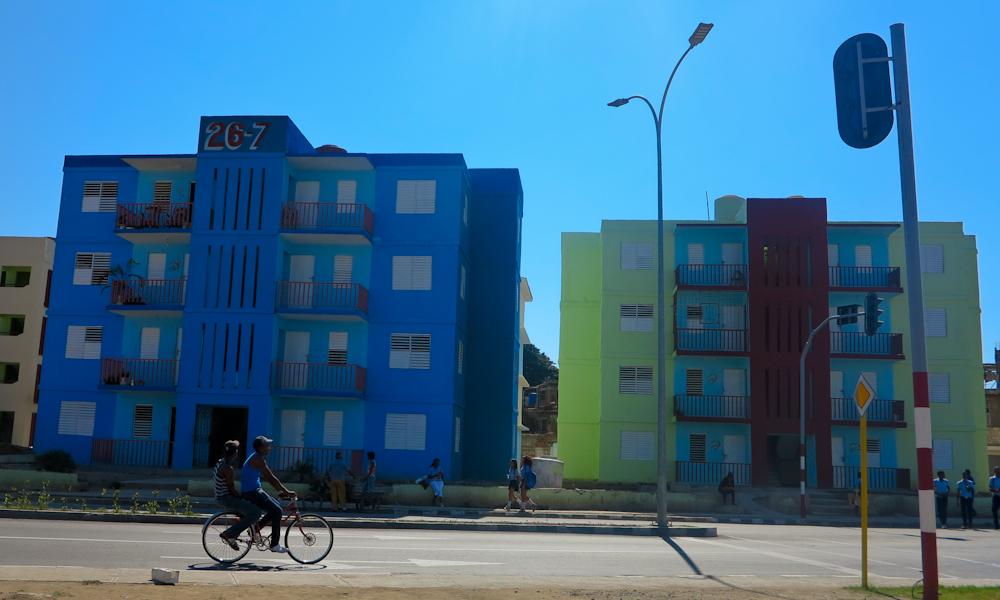 Definitivamente, no todo es lo que parece. / Por fuera, los asentamientos lucen bonitos (Foto: Mónica Baró)