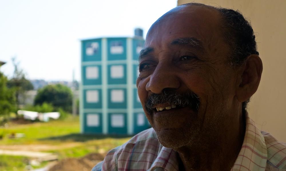Rolando, como Orestes, también sonríe cuando le sacan fotos (Foto: Mónica Baró)