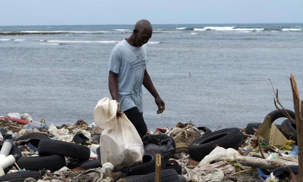 Julio viene cada dos días al Náutico a reciclar aluminio (Foto: Geisy Guia)